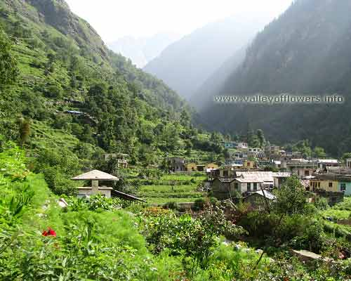 Pulna Village in the way Govindghat to Ghangaria