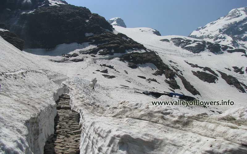 Way to Hemkund Sahib in first week of June.